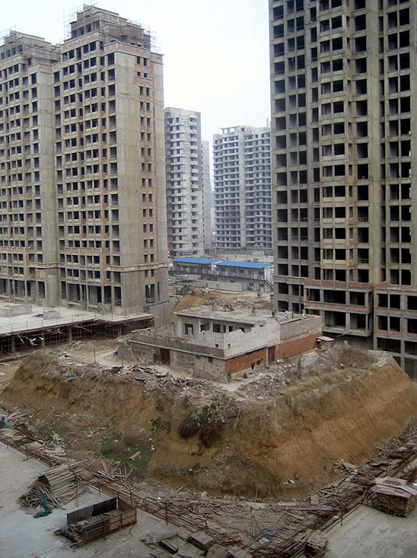 Couple's home left on isolated 'island' after ground around it is dug up, Zaozhuang, Shandong Province, China - 14 Mar 2012