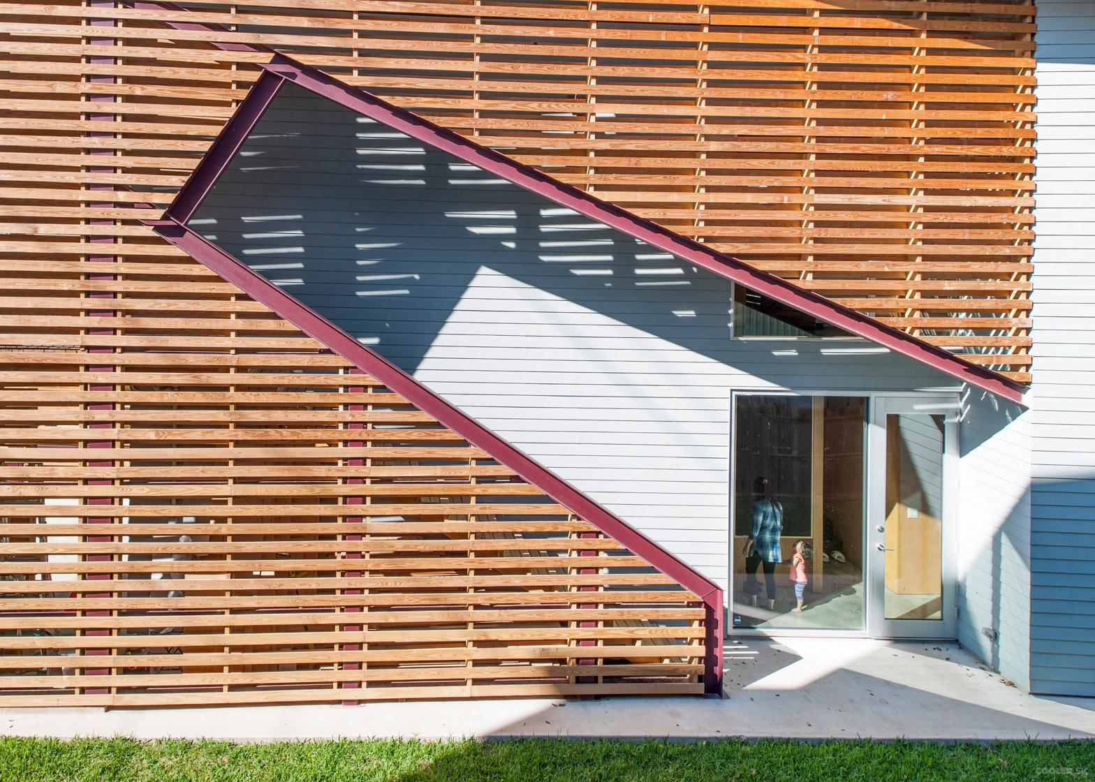shotgun-chameleon-zdes-sustainable-house-timber-texas_dezeen_1568_4